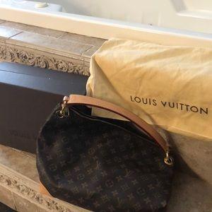 Authentic Louis Vuitton Berri MM